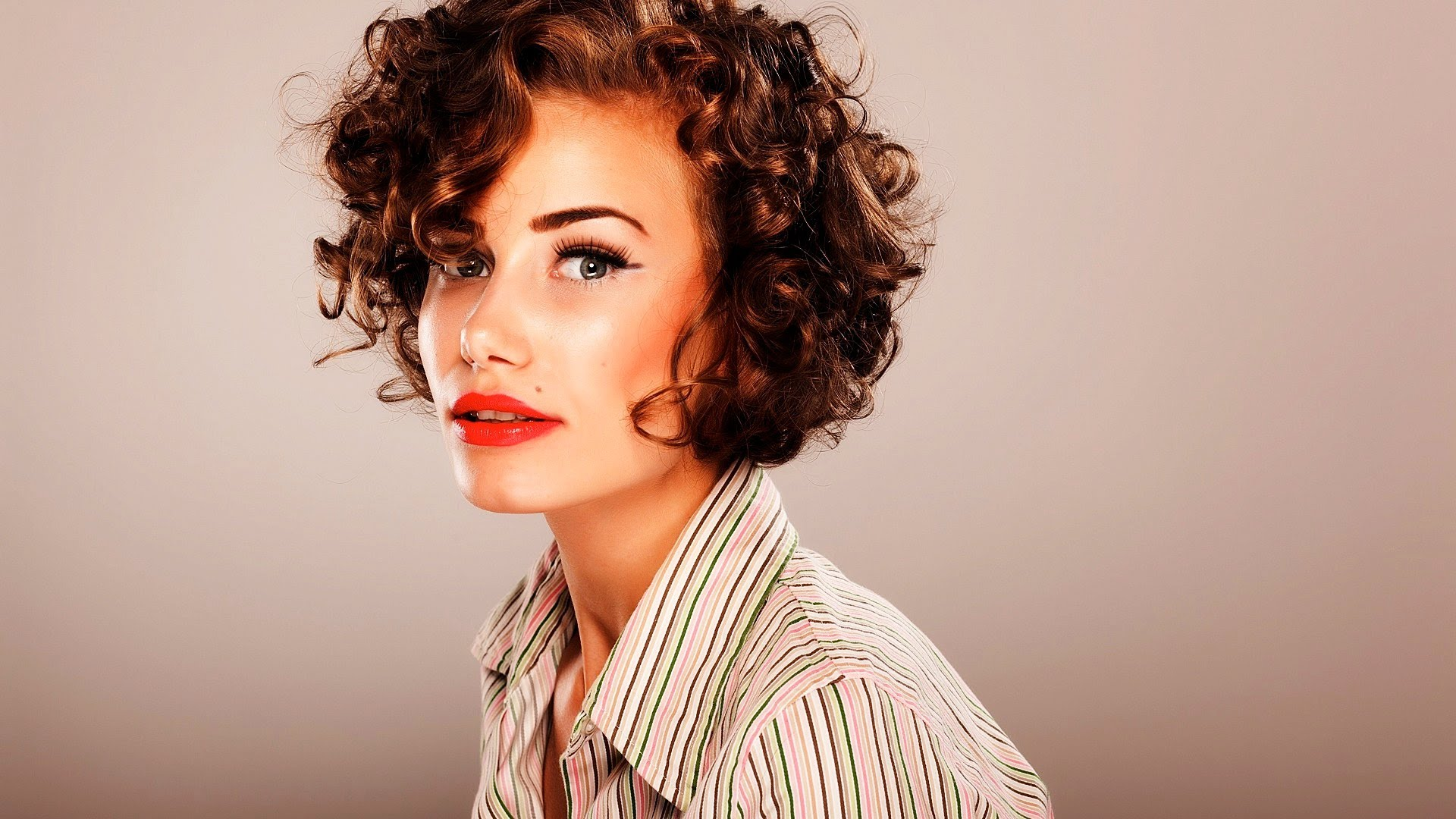 How to Style Short Curly Hair  Short Hairstyles  Qtiny.com